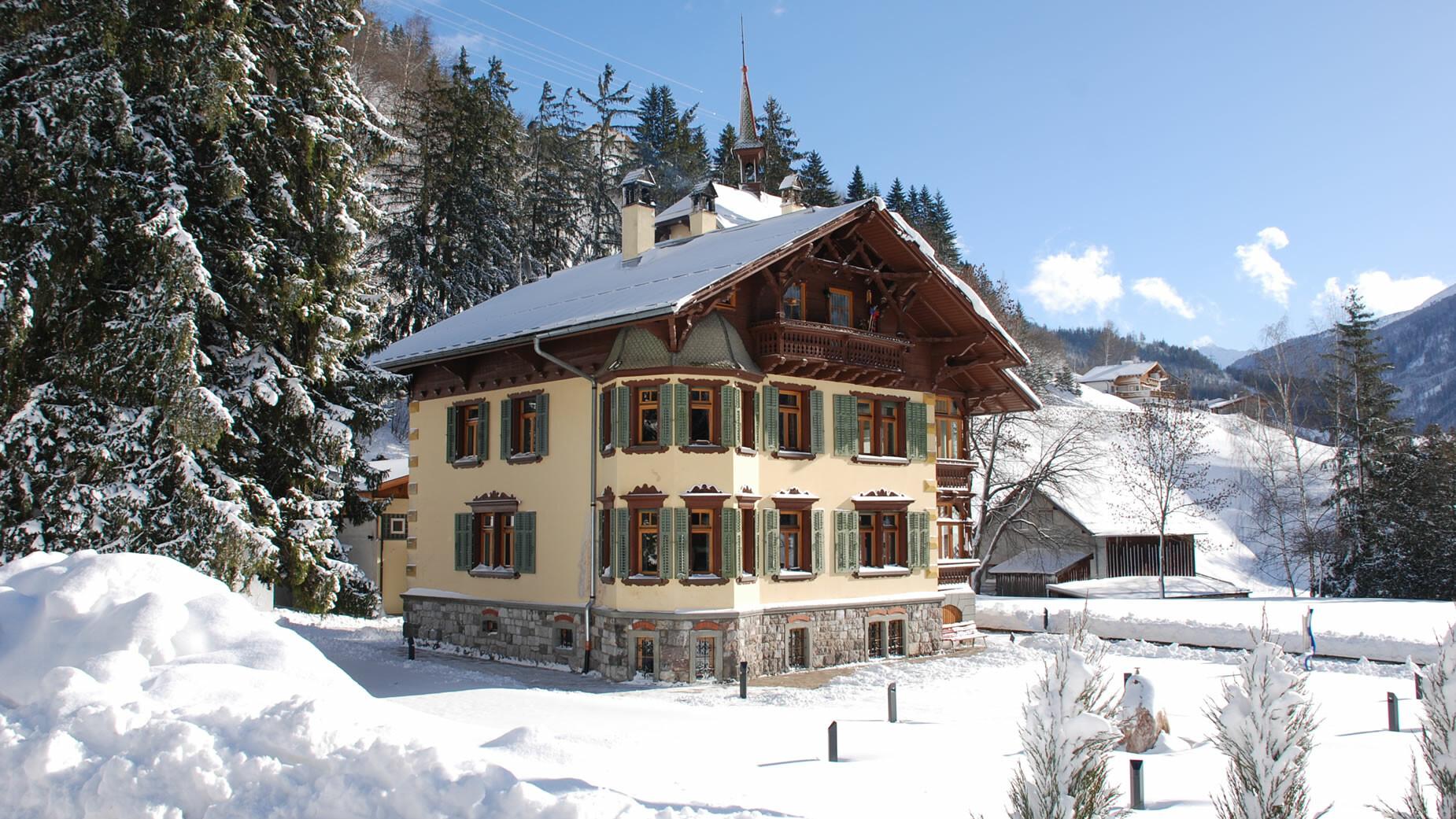 Rathaus in Flirsch im Winter