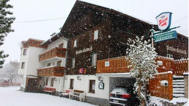 "Arlberg Boutique Hostel ""The Edelweiss"""