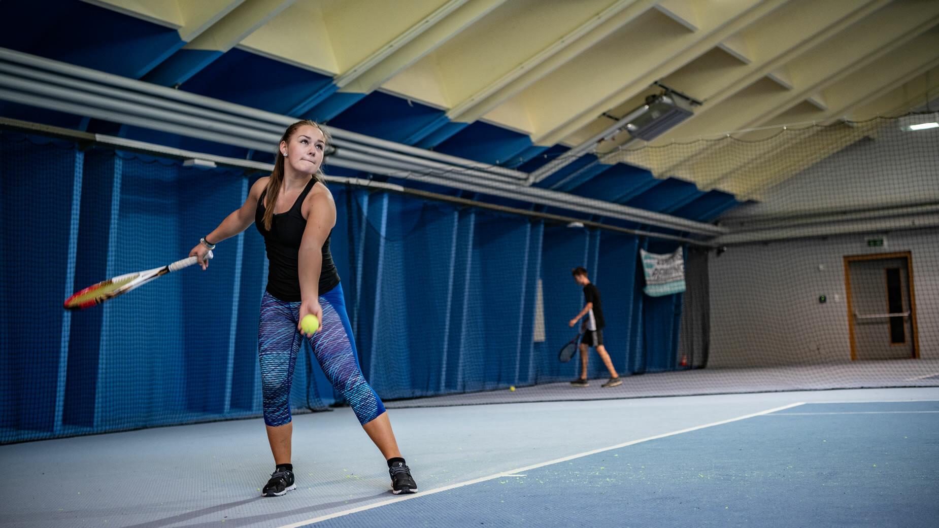 Indoor Tennis im arl.rock Sportzentrum in St. Anton am Arlberg